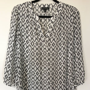 Banana Republic B&W Graphic Print Blouse Sz M